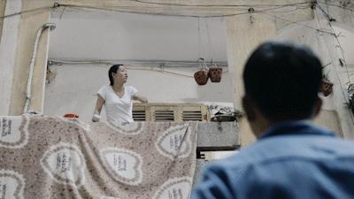 """Cảnh""""Sư tử Hà Đông"""" (do diễn viên Diễm Hương thủ vai) chanh chua đuổi chồng vì cảnh sống bức bối."""