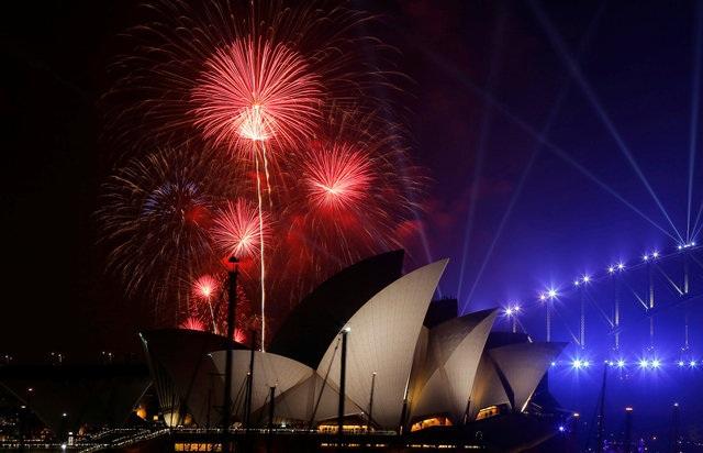 Màn trình diễn pháo hoa sớm tại cảng Sydney, Australia (Ảnh: Reuters)