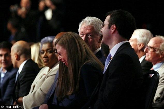 Trong suốt buổi tranh luận, họ cũng có những giây phút vui cười thoải mái xen những lúc căng thẳng.