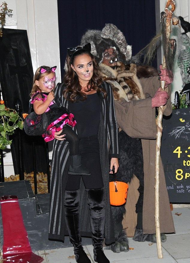 Kiều nữ Tamara Ecclestone tưng bừng đón Halloween bên con gái nhỏ Sophia