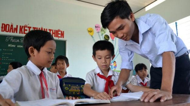 Thầy giáo Nguyễn Ngọc Hạ và học trò thân yêu của mình