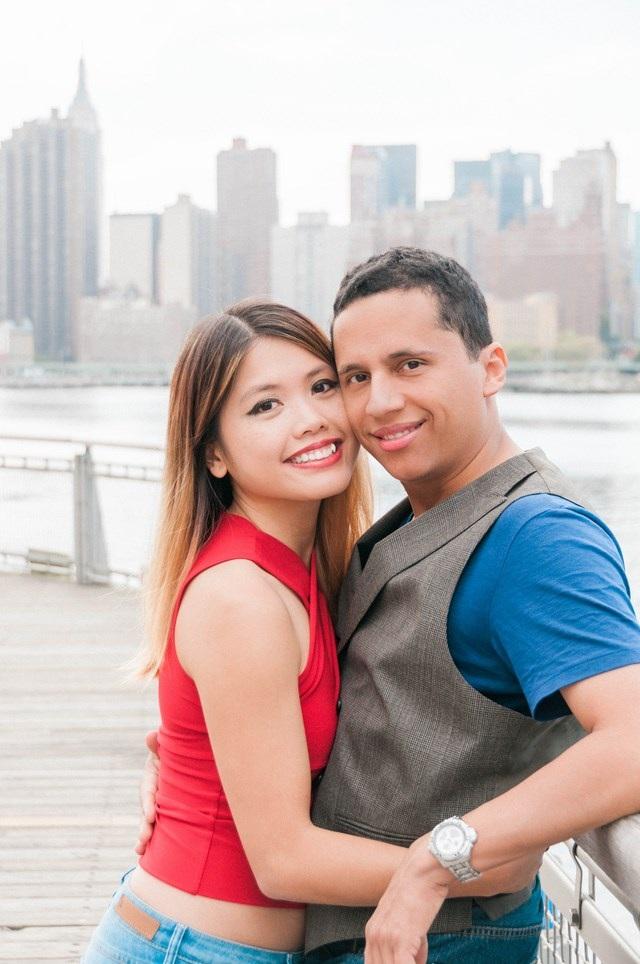 Hương và anh Miguel (chồng cô) tại thành phố New York.