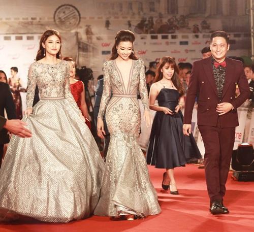 Nam diễn viên Minh Tiệp xuất hiện bên hoa hậu Mỹ Linh, á hậu Thanh Tú tại LHP quốc tế Hà Nội năm nay