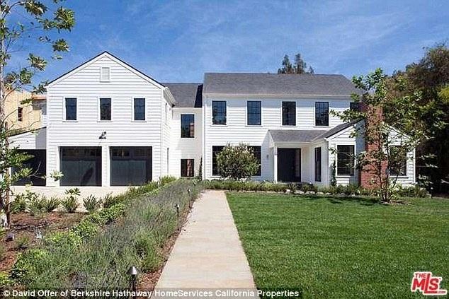 Người nhện Tobey Maguire vừa chi ra gần 13 triệu đô để tậu dinh thự sang trọng ở Brentwood
