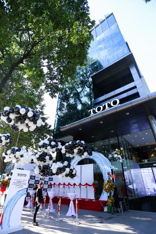 TOTO Việt Nam khai trương showroom đầu tiên do hãng trực tiếp đầu tư và điều hành.
