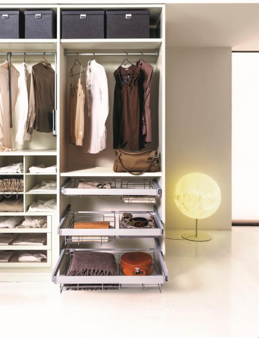 Các trang mạng xã hội về thời trang và thẩm mỹ sẽ là nguồn cảm hứng thú vị cho những ai muốn tự tay thiết kế lại tủ quần áo