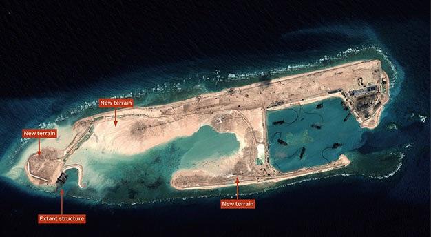 Ảnh vệ tinh cho thấy Trung Quốc đang tiến hành xây dựng các công trình phi pháp trên một đảo nhân tạo ở Biển Đông - Ảnh: IHS Jane's