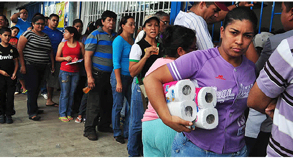Venezuela đang bị thiếu trầm trọng nhiều hàng hoá thiết yếu và tốc độ lạm phát thì hầu như không kiểm soát nổi.