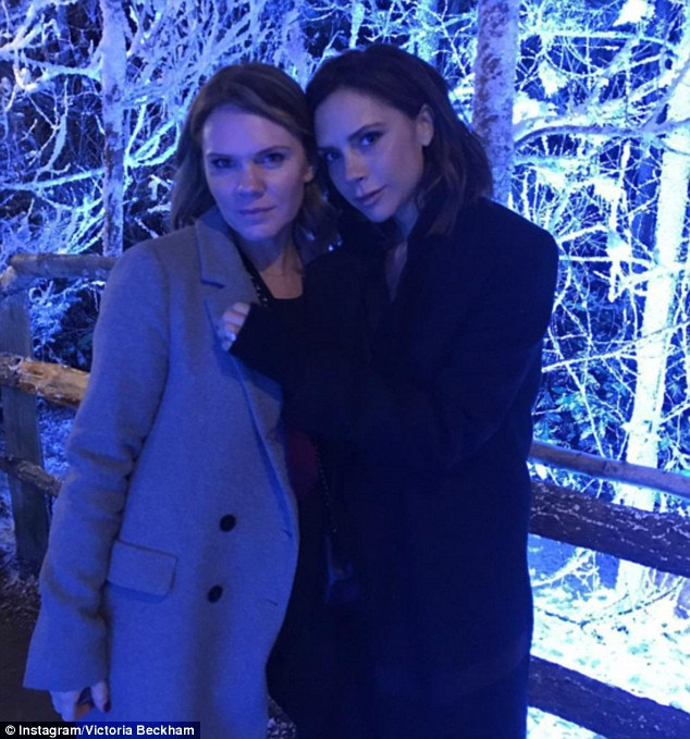 Vic khoe ảnh chụp cùng em gái Louise Adams - hai chị em giống nhau như đúc!