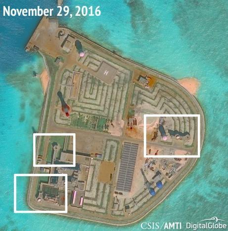 Ảnh chụp vệ tinh hôm 29/11/2016 cho thấy Trung Quốc dường như đã lắp các súng phòng không và hệ thống vũ khí tầm gần trên đá Gạc Ma. (Ảnh: Reuters)