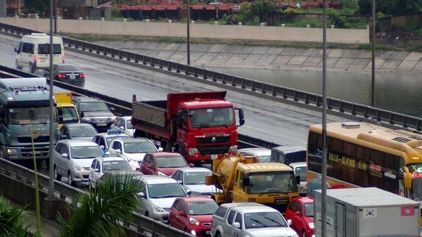 Ô tô chở người từ 9 chỗ trở xuống nộp lệ phí trước bạ lần đầu với mức thu là 10%