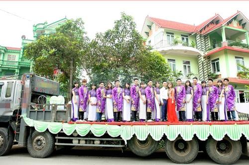 Dàn bê tráp đứng chiễm chệ trên xe phọc (ảnh: Phú Thái)