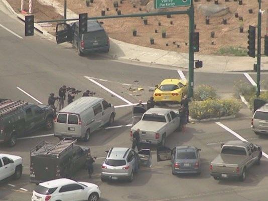 Nghi phạm đã bị khống chế bởi cảnh sát sau khi tông vào cột chỉ đường.