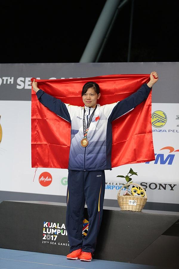 Ánh Viên với tấm HCV 200m bơi ngửa nữ, phá kỷ lục SEA Games