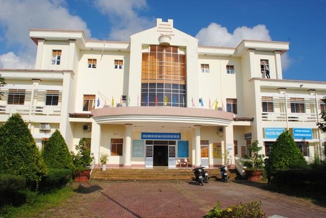 UBND huyện Ngọc Hiển, nơi bỏ ngoài sổ sách hơn 800 triệu đồng gây xôn xao dư luận.