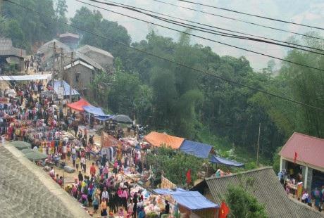 Chợ tình Khâu Vai được xem là phiên chợ tình độc đáo ở Việt Nam. Ảnh: Xuân Thái