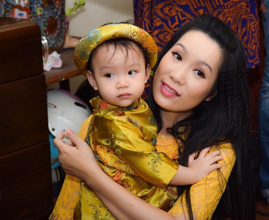 Vị khách đặc biệt của gia đình Á hậu Trịnh Kim Chi trong ngày cuối năm - Ảnh 3.