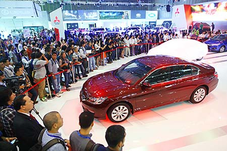 Chi 165 triệu USD nhập khẩu ôtô trong tháng đầu tiên năm 2017 - 1