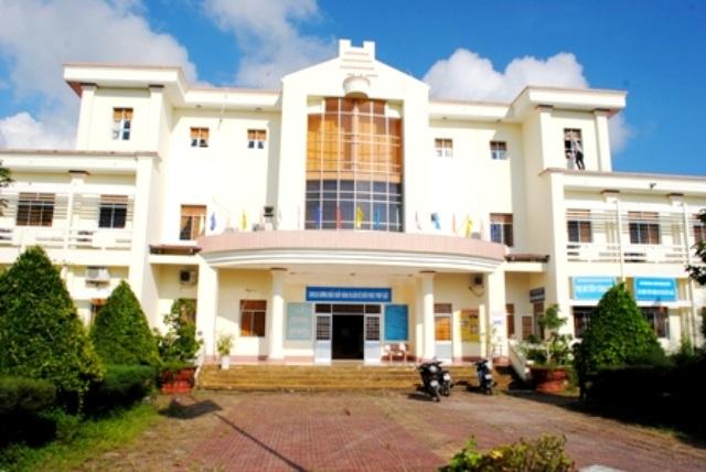 UBND huyện Ngọc Hiển- nơi có sai phạm bỏ ngoài sổ kế toán hơn 800 triệu đồng trái quy định.