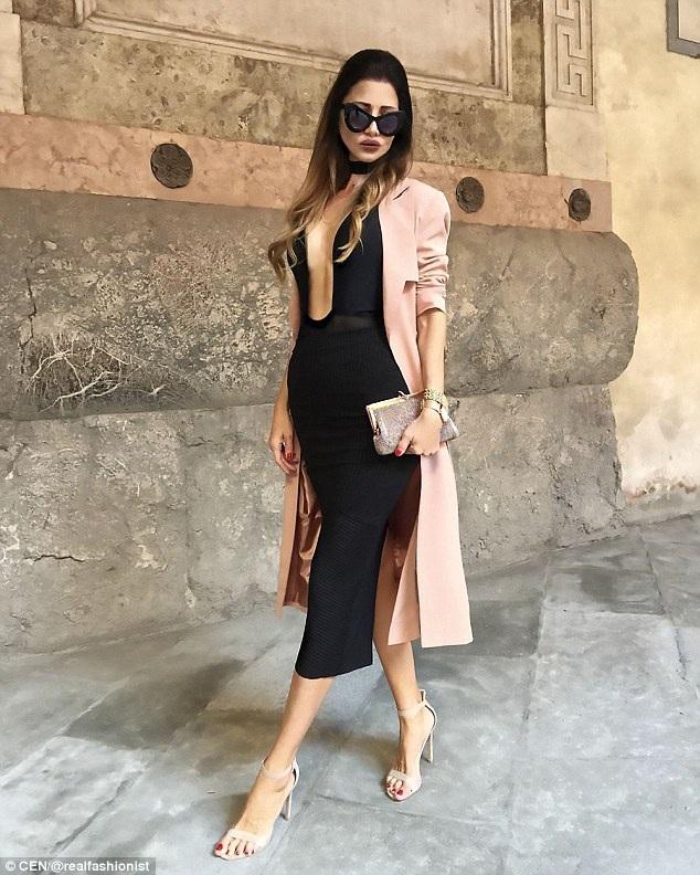 """Zaklina là bà của hai người cháu, tài khoản của """"bà ngoại tuổi 47"""" thu hút hàng trăm ngàn lượt tài khoản theo dõi bởi một phong cách thời trang ấn tượng, đẳng cấp."""