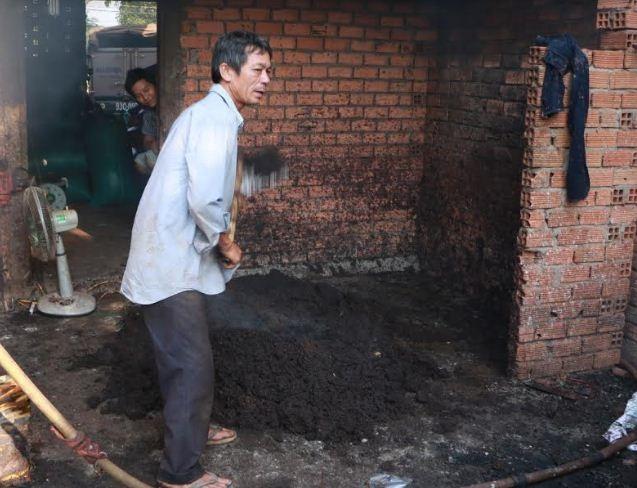 Tiêu lép được trộn với tạp chất đen xì để biến thành tiêu chất lượng cao