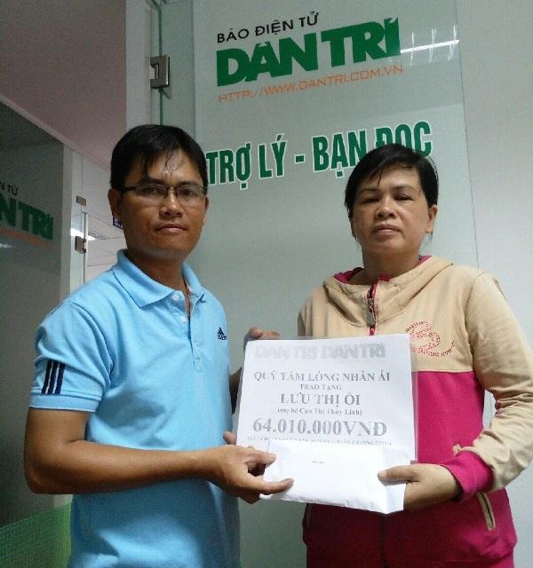 Trao số tiền bạn đọc ủng hộ đến gia đình chị Lưu Thị Ối