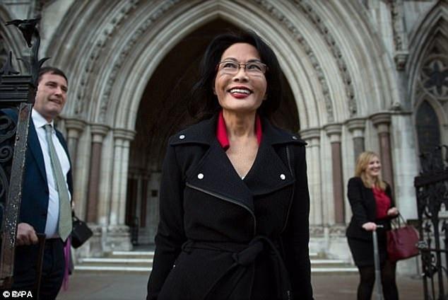 Bà Pauline Chai xuất hiện bên ngoài tòa án sau khi quyết định cuối cùng được đưa ra.