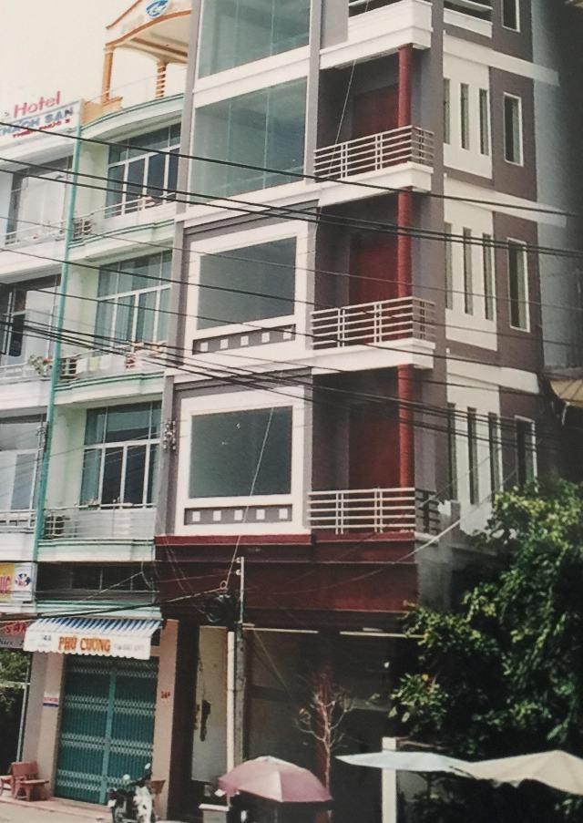Vợ chồng ông Phong - bà Hiền cho rằng, gia đình chỉ thế chấp căn nhà 5 tầng và chỉ 1 căn, nhưng hồ sơ thể hiện 8 tầng, 2 căn liền kề là không đúng sự thật.