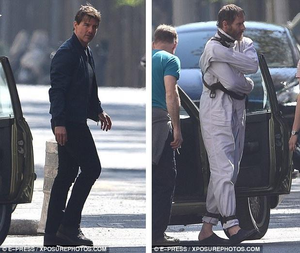 """Tom Cruise (trái) và bạn diễn Sean Harris (phải) xuất hiện trên đường phố Paris để ghi hình """"Nhiệm vụ bất khả thi 6"""" vào dịp cuối tuần vừa qua."""