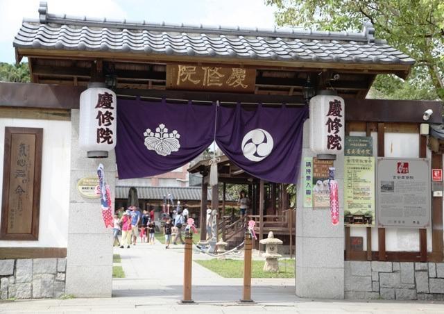 Ngôi chùa Nhật Bản được bảo quản tốt ở miền Đông Đài Loan. Chùa thờ các vị thần chính là Hoàng pháp Đại sư, (Kuukai (774 – 835) người sáng lập ra trường phái Shingon