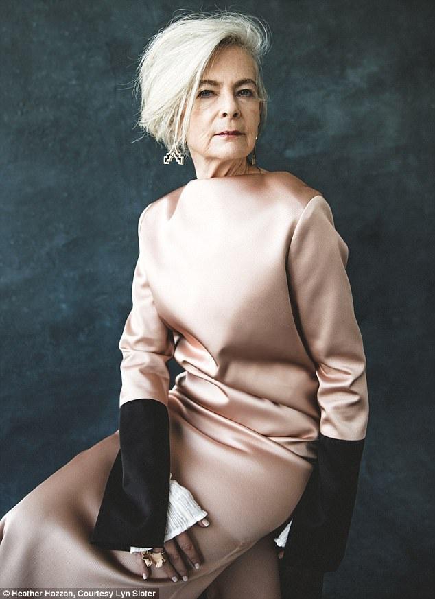 """Giảng viên Đại học - bà Lyn Slater (63 tuổi) đã vô tình trở thành người mẫu sau khi các phóng viên tưởng lầm bà là một """"fashionista""""."""
