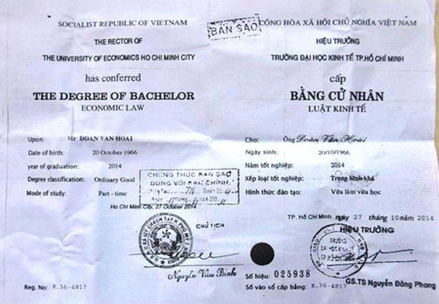 Bản photo bằng đại học giả mang tên ông Đoàn Văn Hoài bị lộ ra ngoài.