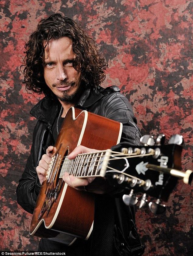 """Nam ca sĩ của nhóm nhạc rock đến từ nước Mỹ - Soundgarden - thành viên Chris Cornell (52 tuổi) đã vừa đột ngột qua đời sau khi biểu diễn trong đêm nhạc diễn ra ở Detroit. Nhạc phẩm cuối cùng mà anh thể hiện có tên """"In My Time Of Dying""""."""