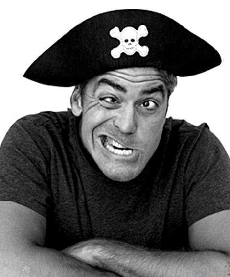 Tài tử George Clooney đang cố tình làm bộ dạng ngớ ngẩn.