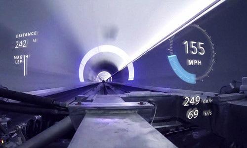 Bên trong khoang vận chuyển XP-1 của Hyperloop One
