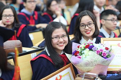 Niềm vui của các tân Cử nhân trong ngày nhận bằng tốt nghiệp