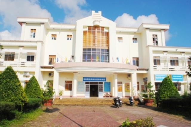 UBND huyện Ngọc Hiển, nơi xảy ra việc Phó Chánh văn phòng bỏ ngoài sổ sách hơn 800 triệu đồng.