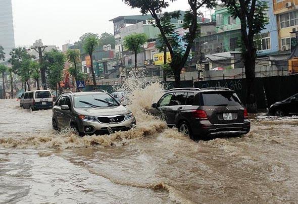 10 điều cần nhớ khi lái xe trong thời tiết mưa bão - 1