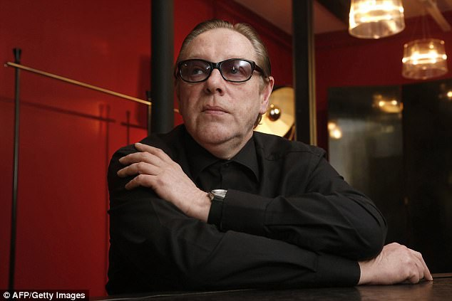 Nhà thiết kế thời trang Hervé Leroux, trước đây được biết tới với tên Hervé Léger (sau khi nhượng lại thương hiệu thời trang thì ông đổi tên), đã vừa qua đời ở tuổi 60.