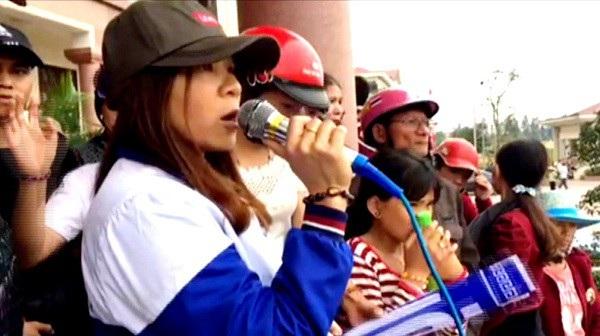 Trần Thị Xuân trong những ngày có hành vi sai trái lôi kéo, tụ tập người dân biểu tình tại huyện Lộc Hà.