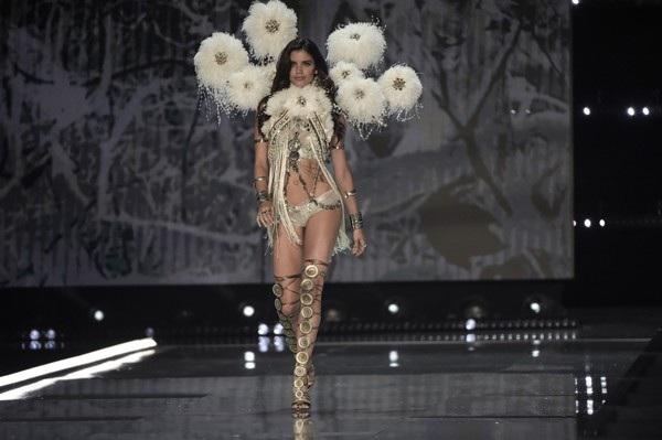 Sara Sampaio, 26 tuổi,cao 1,73m là siêu mẫu Bồ Đào Nha đầu tiên trở thành thiên thần Victorias Secret