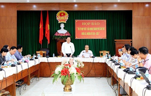 Quang cảnh buổi họp báo của HĐND TP Cần Thơ sáng nay