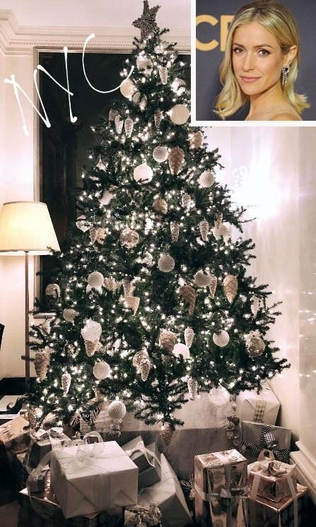 Kristin Cavallari và cây thông mang phong cách trang nhã, sang trọng. Người đẹp 3 con đón Giáng sinh tại New York năm nay.