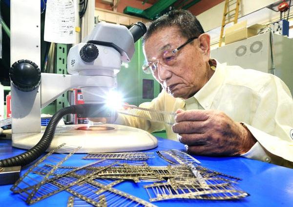 Ông Masayuki Okano, vị Chủ tịch 84 tuổi của công ty sản xuất kim tiêm Okano Kogyo, tỏ ra bi quan về tương lai - Ảnh: NIkkei.