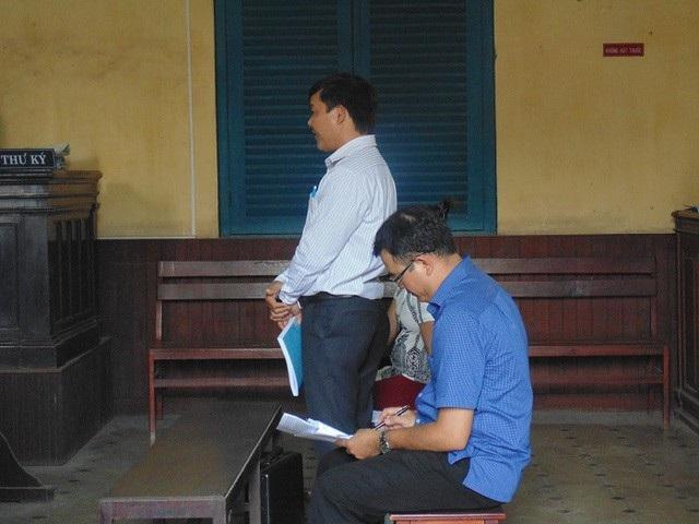 Ông Đặng Đình Thịnh (đứng), nguyên đơn trong vụ án này.