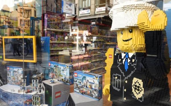 Một cửa hiệu của Lego ở Copenhagen, Đan Mạch - Ảnh: Reuters.