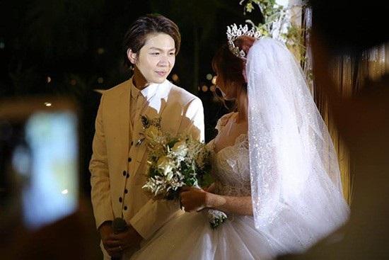 Tròn 1 tuần kể từ sự kiện trọng đại của đôi trẻ Khởi My – Kelvin Khánh, cặp đôi vừa chia sẻ lại hình ảnh, video về đám cưới của mình trên mạng xã hội.