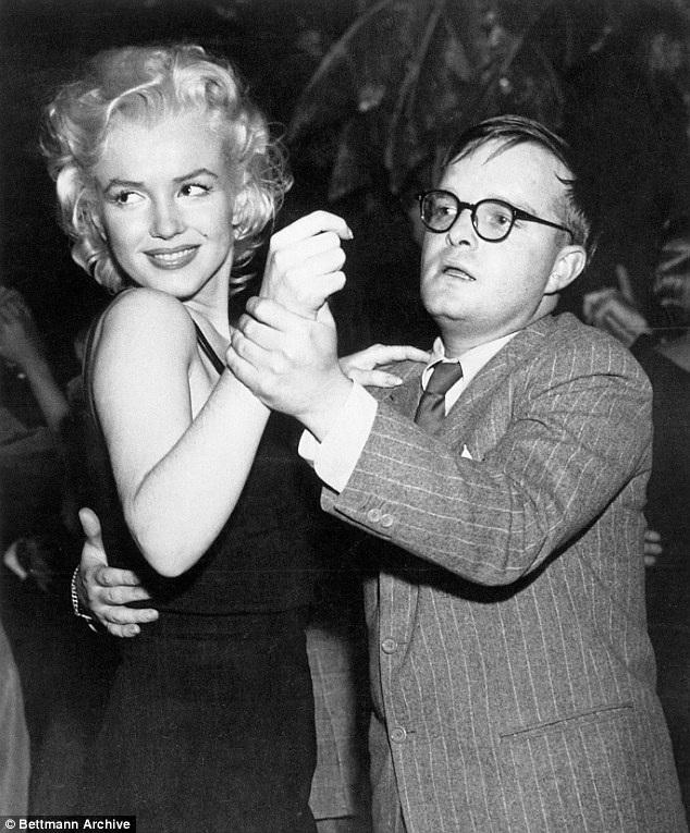 Nhà văn nổi tiếng Truman Capote cũng là một người bạn thân mến của người đẹp tóc vàng.