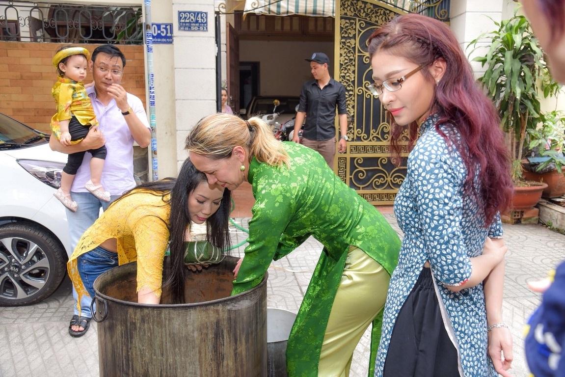 Vị khách đặc biệt của gia đình Á hậu Trịnh Kim Chi trong ngày cuối năm - Ảnh 10.