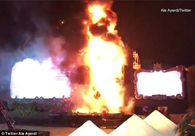 """Festival """"Tomorrowland Unite Spain"""" đã rơi vào cảnh hỗn loạn sau khi sân khấu bốc cháy."""